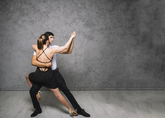 Latinskoamerické tance pro začátečníky & Tančení pro maminky s dětmi na těle v šátku, v nosítku, v krosničce – od únor v Recall centru